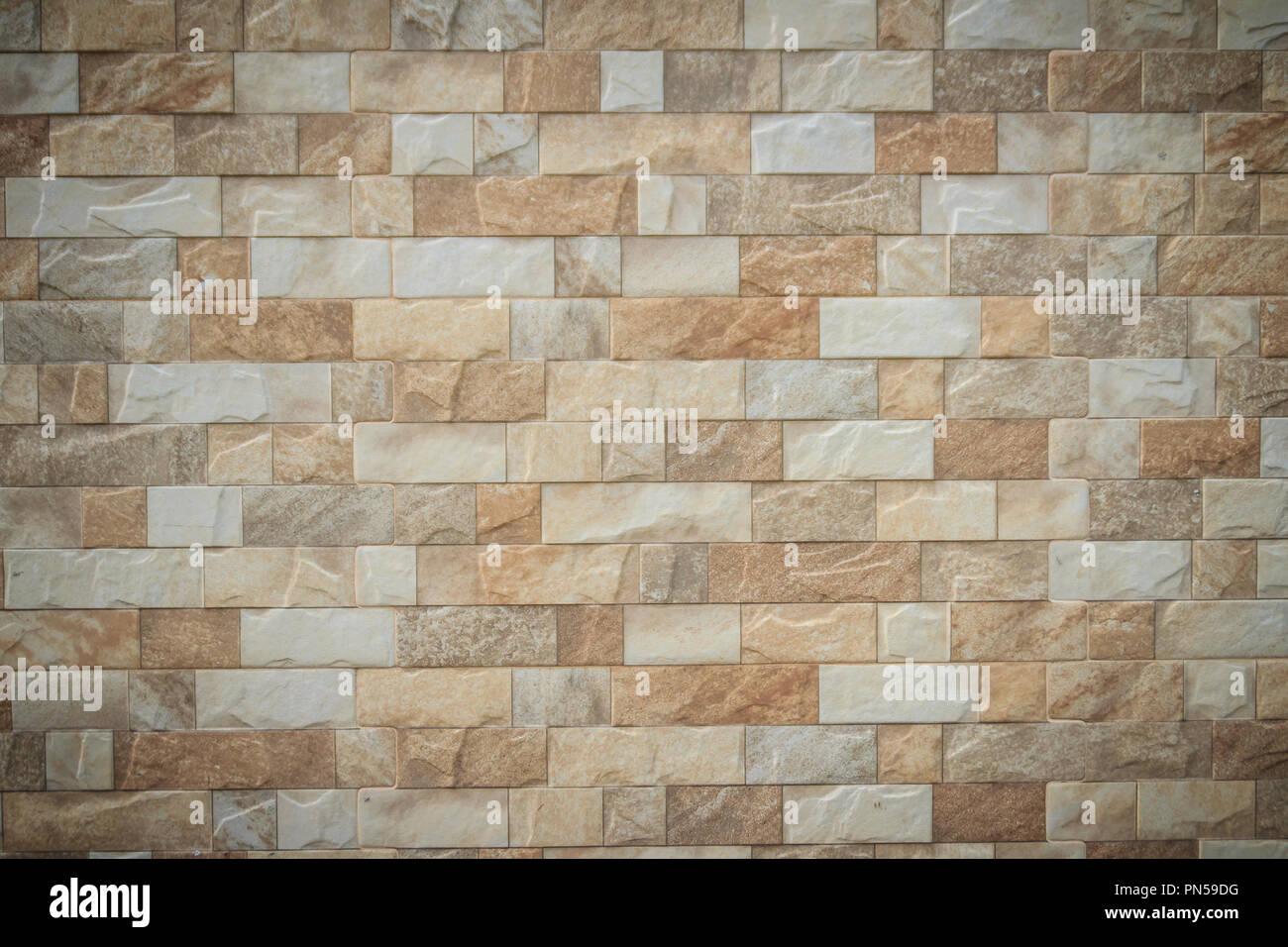 In primo piano le piastrelle di pietra della parete texture di