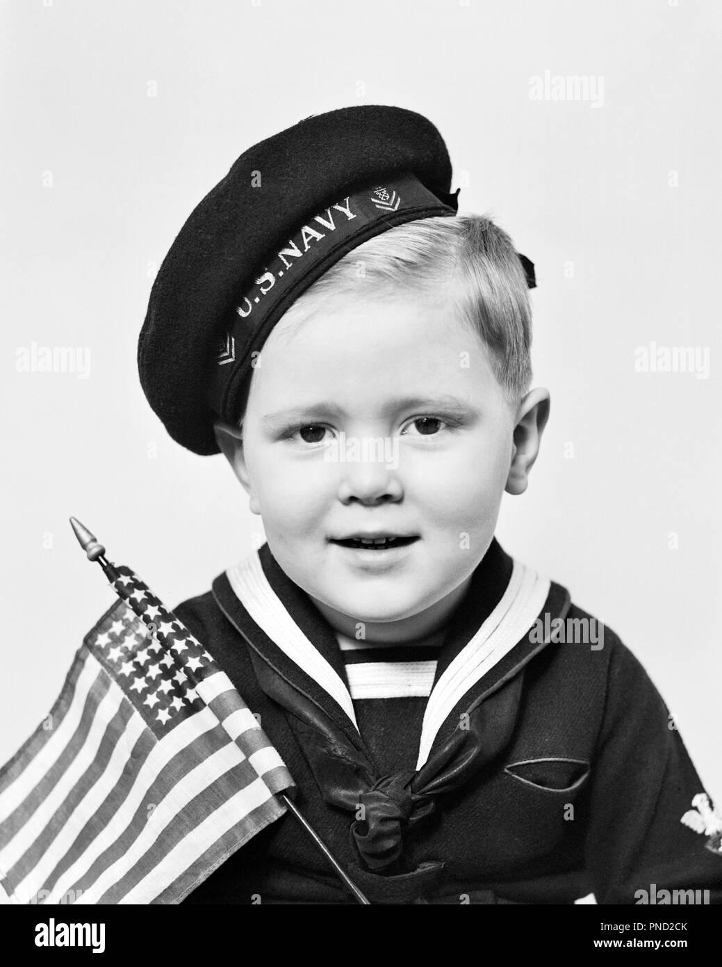 1940s Ritratto di giovane ragazzo indossa U 6888ea17e741