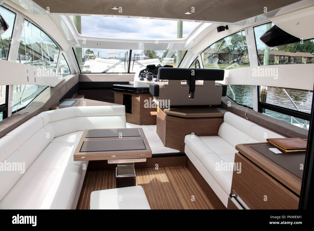 NORWALK, CT, Stati Uniti d'America - 20 settembre 2018: Gran Turismo da Beneteau visualizzato sul progressivo Norwalk Boat Show 2018. Immagini Stock