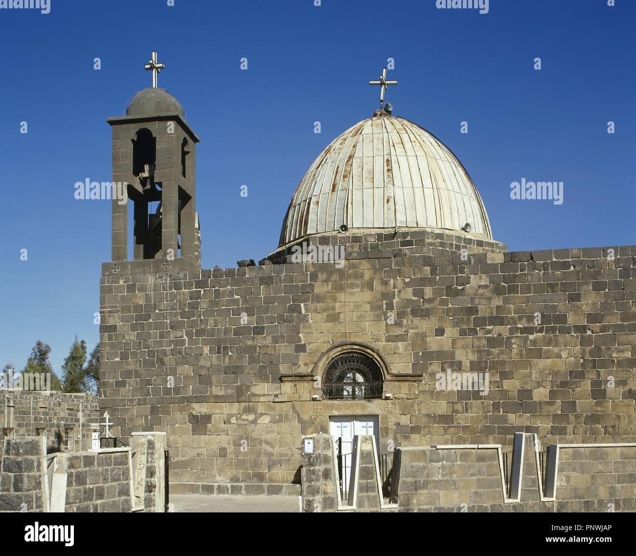 SIRIA. Esdra. Vista generale de la Iglesia de San Jorge (MAR GEORGIS), en cuyo interior, según la leyenda se encuentra enterrado San Jorge, muy venerado por los cristianos de Oriente Medio. Immagini Stock