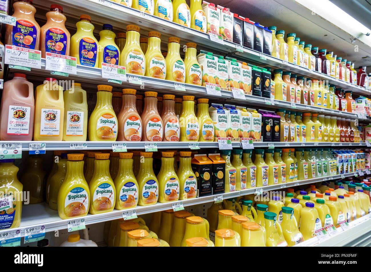 West Palm Beach Florida Publix Fruttivendolo scaffali del supermercato display vendita succo di arancia di marche concorrenti Immagini Stock
