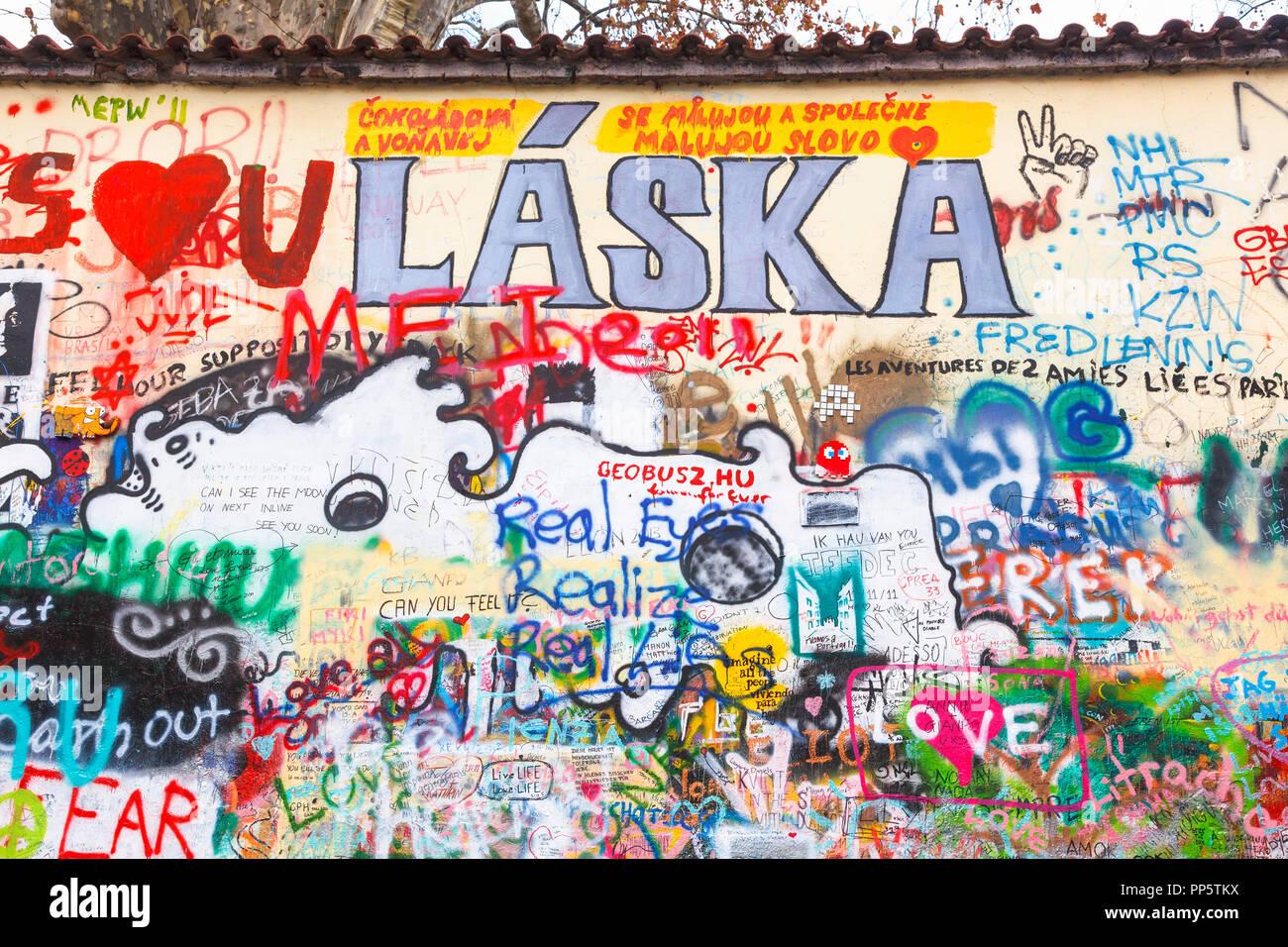 L Iconico John Lennon Wall Memorial Nel Quartiere Piccolo Praga