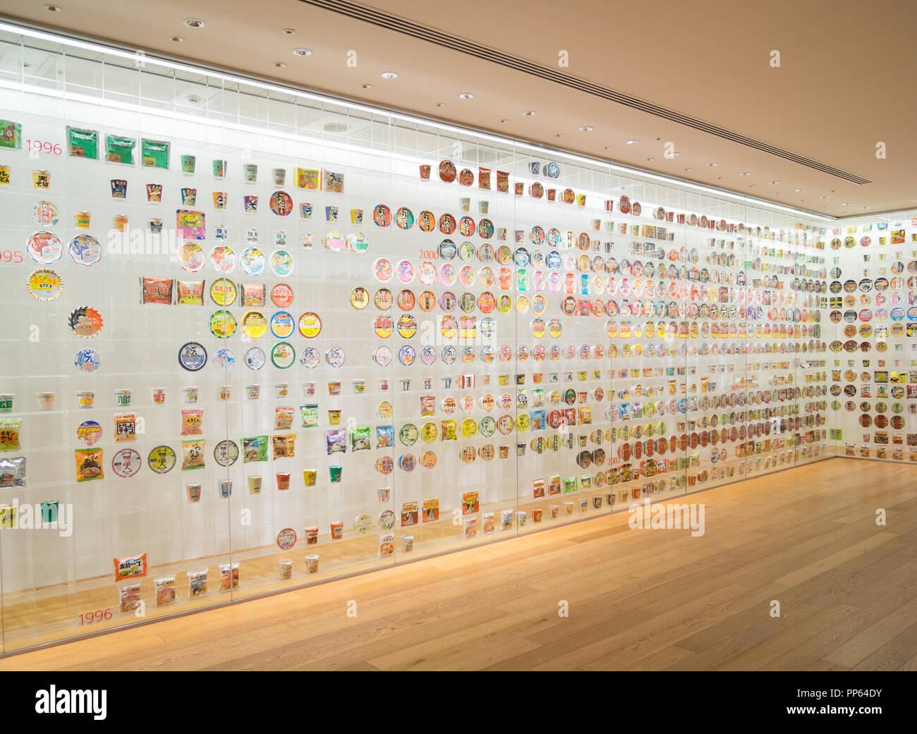 Le tagliatelle istante Storia Cube mostra al Museo Cupnoodles (Momofuku Ando tagliatelle istante museo) a Yokohama, Giappone. Immagini Stock