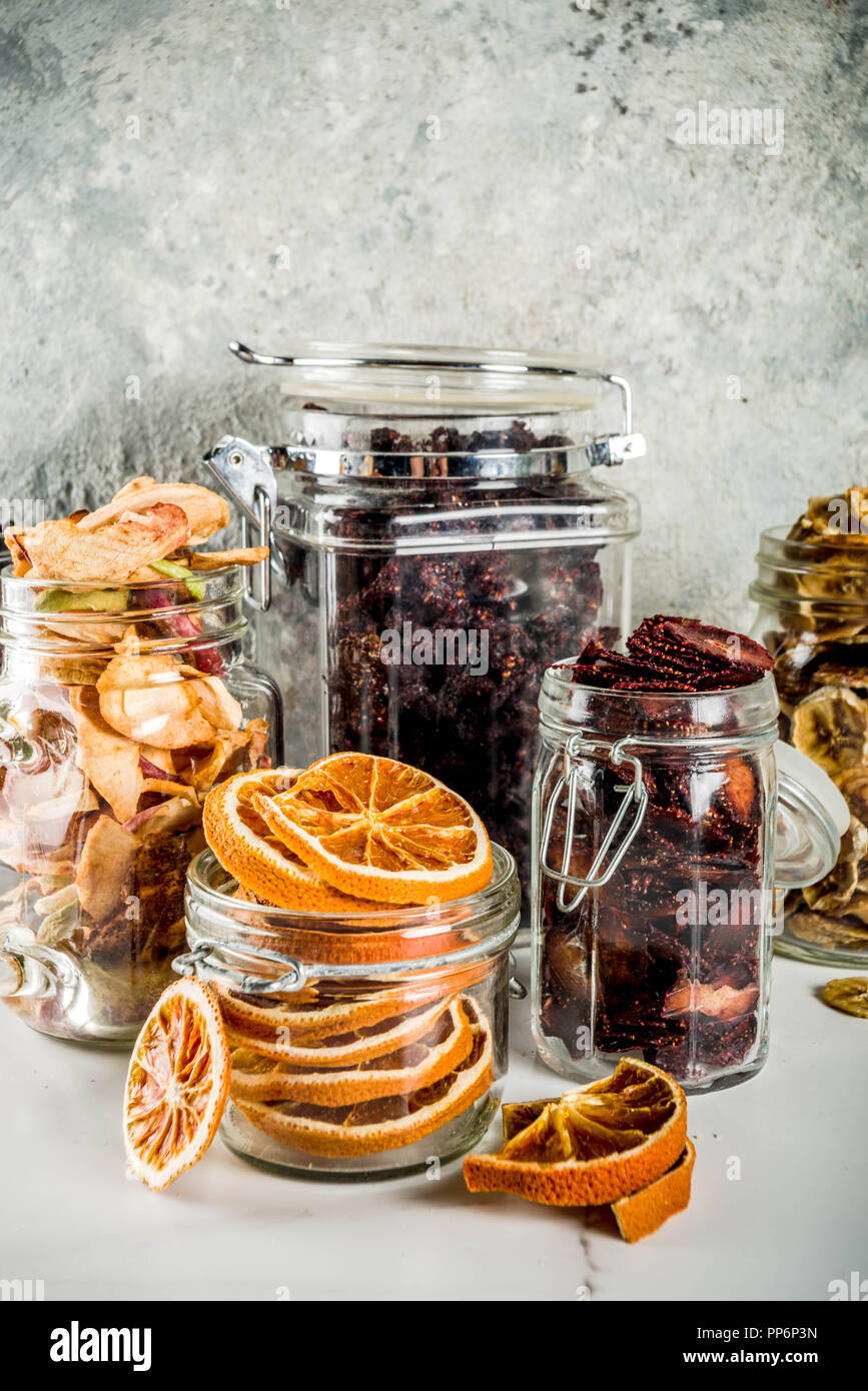Contenitori Vetro Per Conserve home raccolto autunnale, frutta secca e frutti di bosco in