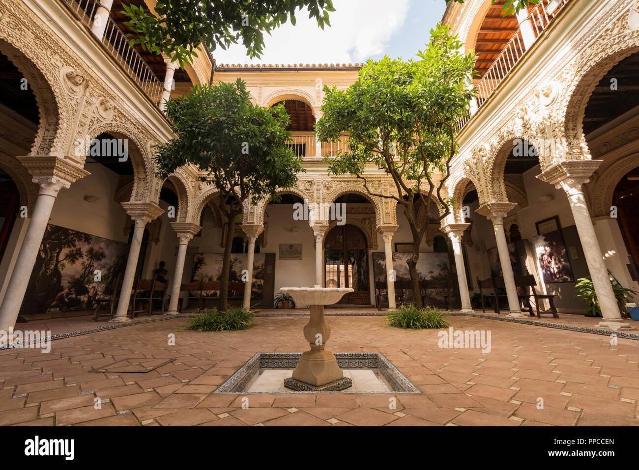Cortile con portico, architettura araba, Casa de los Pinelo, Andalusia, Spagna Immagini Stock