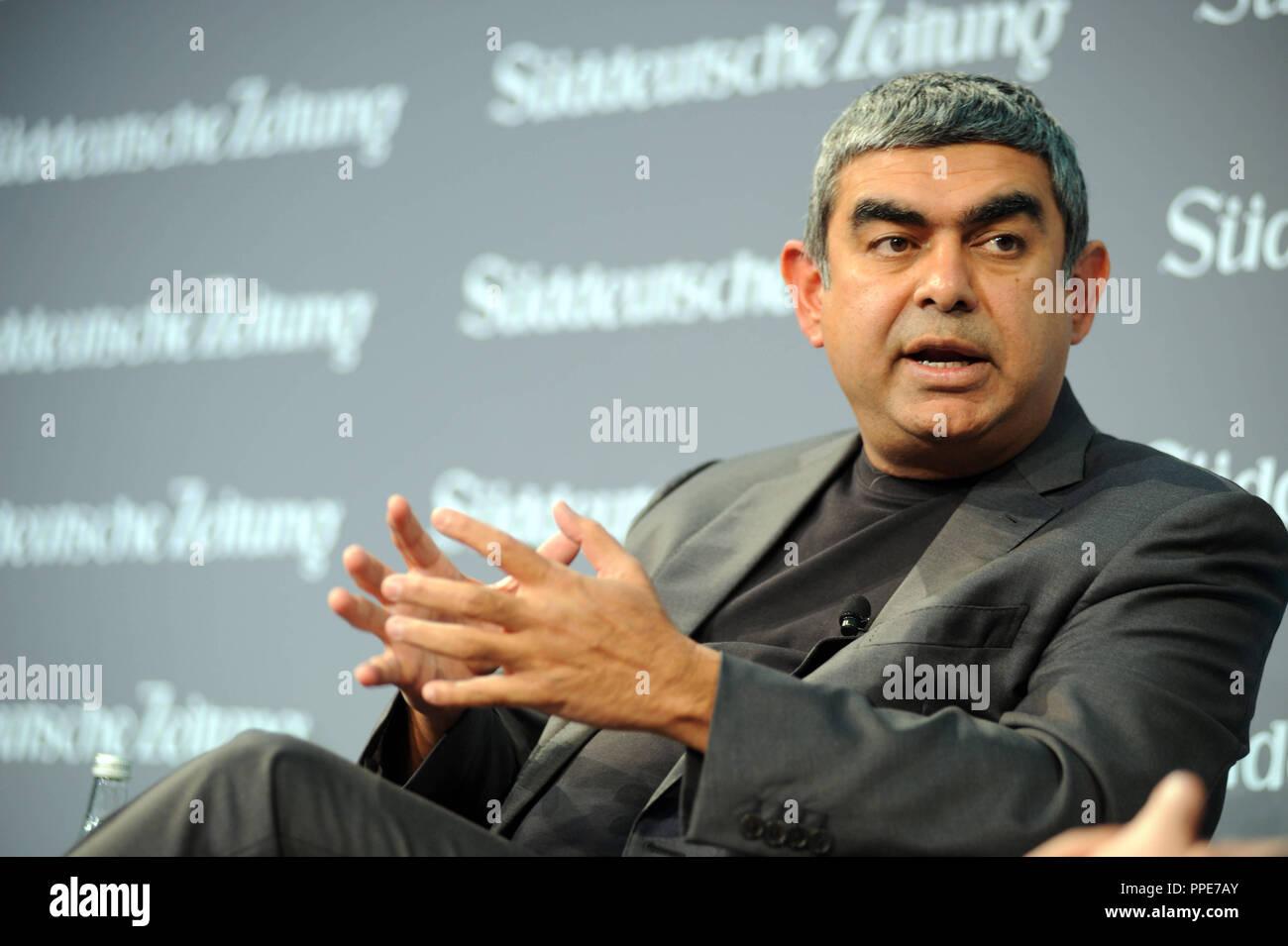 Vishal Sikka, amministratore delegato della società informatica Infosys, presso il Vertice economico della Sueddeutsche Zeitung in Berlin's Hotel Adlon. Immagini Stock