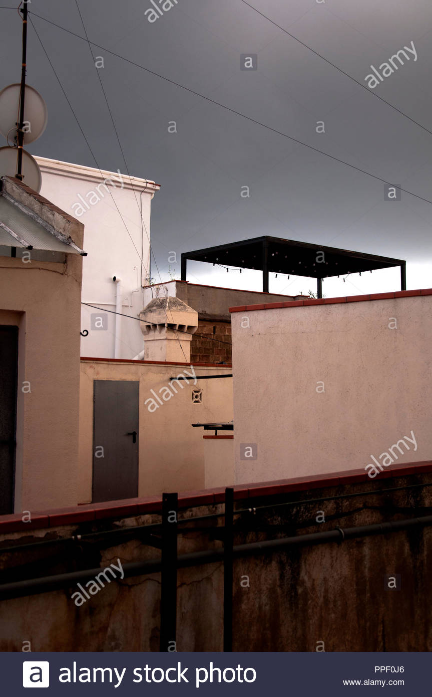 Prima della tempesta estiva, Barcellona, quartiere Gracia, Spagna Immagini Stock