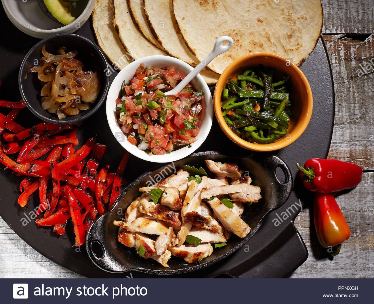 newest f36bf c0415 Piatto messicano Gusci morbidi tacos Foto & Immagine Stock ...