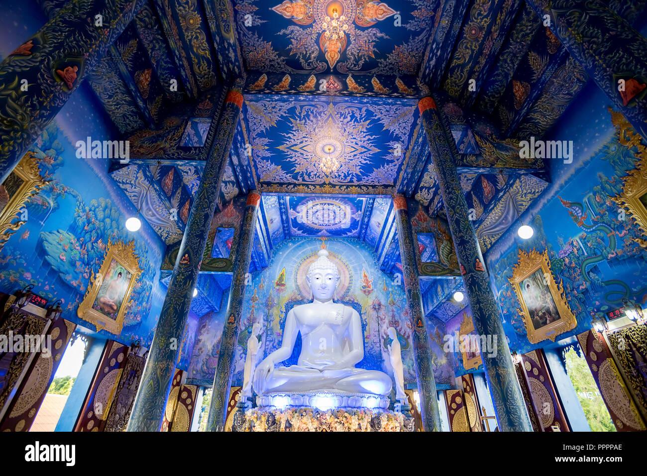 Decorazioni Luminose Per Interni : Giugno chiang mai thailandia interni di vibranti di wat