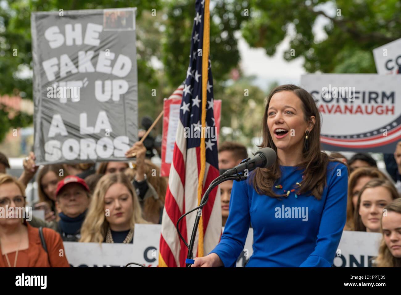 Washington, DC - 27 Settembre 2018: donne in attesa di supporto Rally Supreme Court Nominee Brett Kavanaugh Credito: Xavier Ascanio/Alamy Live News Foto Stock