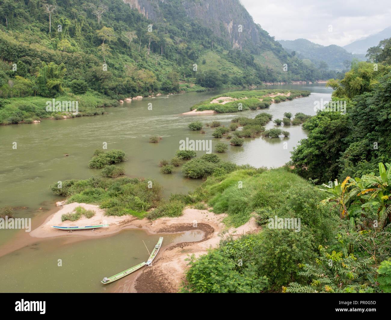 Nam Ou Fiume Nong Khiaw, Laos, Indocina, Asia sud-orientale, Asia Immagini Stock