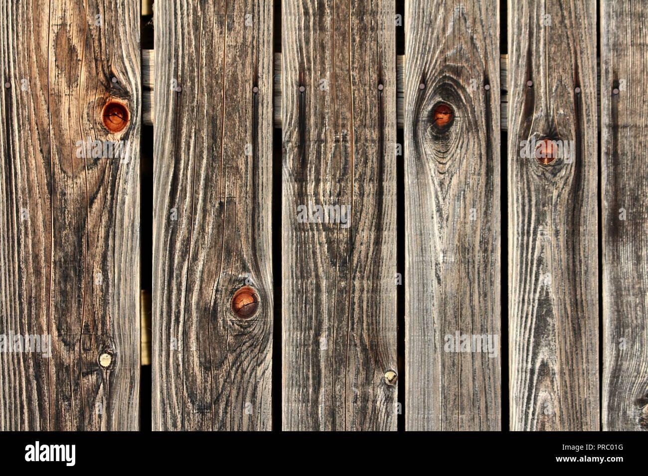 Tavole In Legno Sbiadito Sfondo Texture Utilizzato Come Granaio In Legno Parete Con Diverse Dimensioni Di Assi Di Legno Inchiodati Con Chiodi Arrugginiti Sulla Calda Giornata Di Sole Foto Stock Alamy