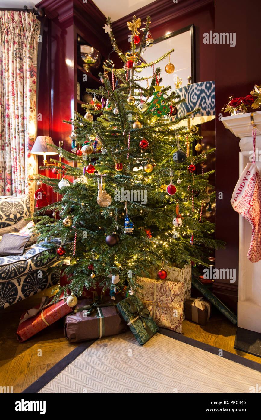 Immagini Delle Feste Natalizie.Le Decorazioni Di Natale Disposti Intorno Ad Una Casa