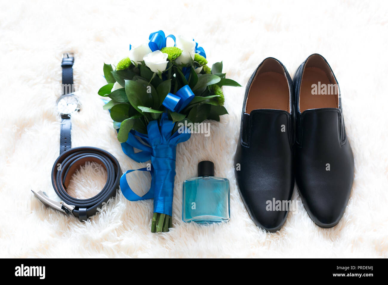 ef26794bc923 Il govern su accessori per il giorno del matrimonio le scarpe sono un  bouquet di profumi orologi.