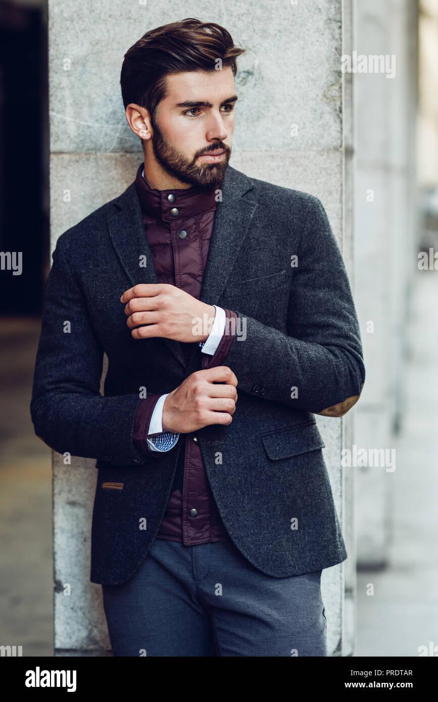 fd53079799 Elegant Male Model Wearing Suit Immagini & Elegant Male Model ...