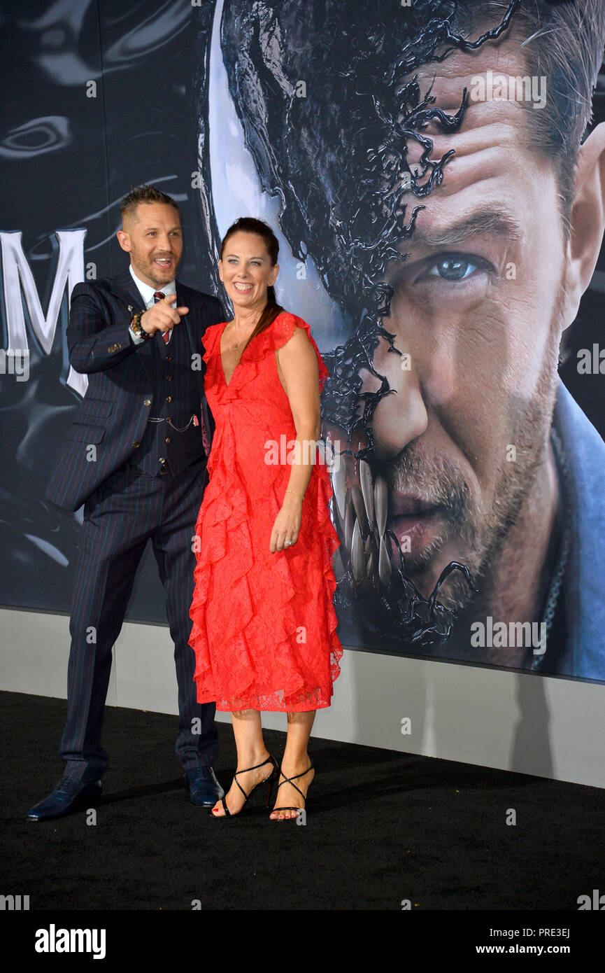 "LOS ANGELES, CA. Ottobre 01, 2018: Tom Hardy & Kelly Marcel presso la premiere mondiale per ""Venom"" al Regency Village Theatre. Immagine: Paul Smith/Featureflash Foto Stock"