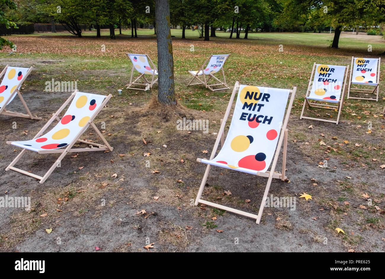 """Germania, Berlino Mitte, 1-3 ottobre 2018. Il giorno dell'unità tedesca, Tag der Deutschen Einheit il 3 ottobre è la Germania festa nazionale. Essa commemora la riunificazione tedesca nel 1990 dopo la caduta del muro di Berlino e si celebra con un 3-day festival intorno a Platz der Republik, Strasse des 17. Juni e Porta di Brandeburgo. Il giorno è ospitato dallo Stato di Berlino questo anno come parte del suo Consiglio federale Presidenza. Il motto è """"solo con voi"""", """"Nur mit euch' ed è una celebrazione di democrazia e di libertà. Credito: Eden Breitz/Alamy Live News Immagini Stock"""