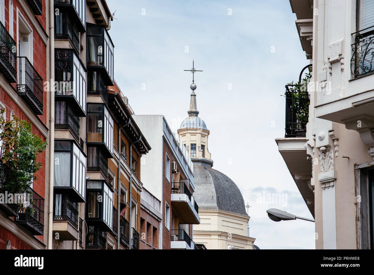 Vista panoramica del quartiere Lavapies in Madrid. È stato considerato il più tipico quartiere di Madrid, ora è stato scelto come il più cool neigbo Immagini Stock