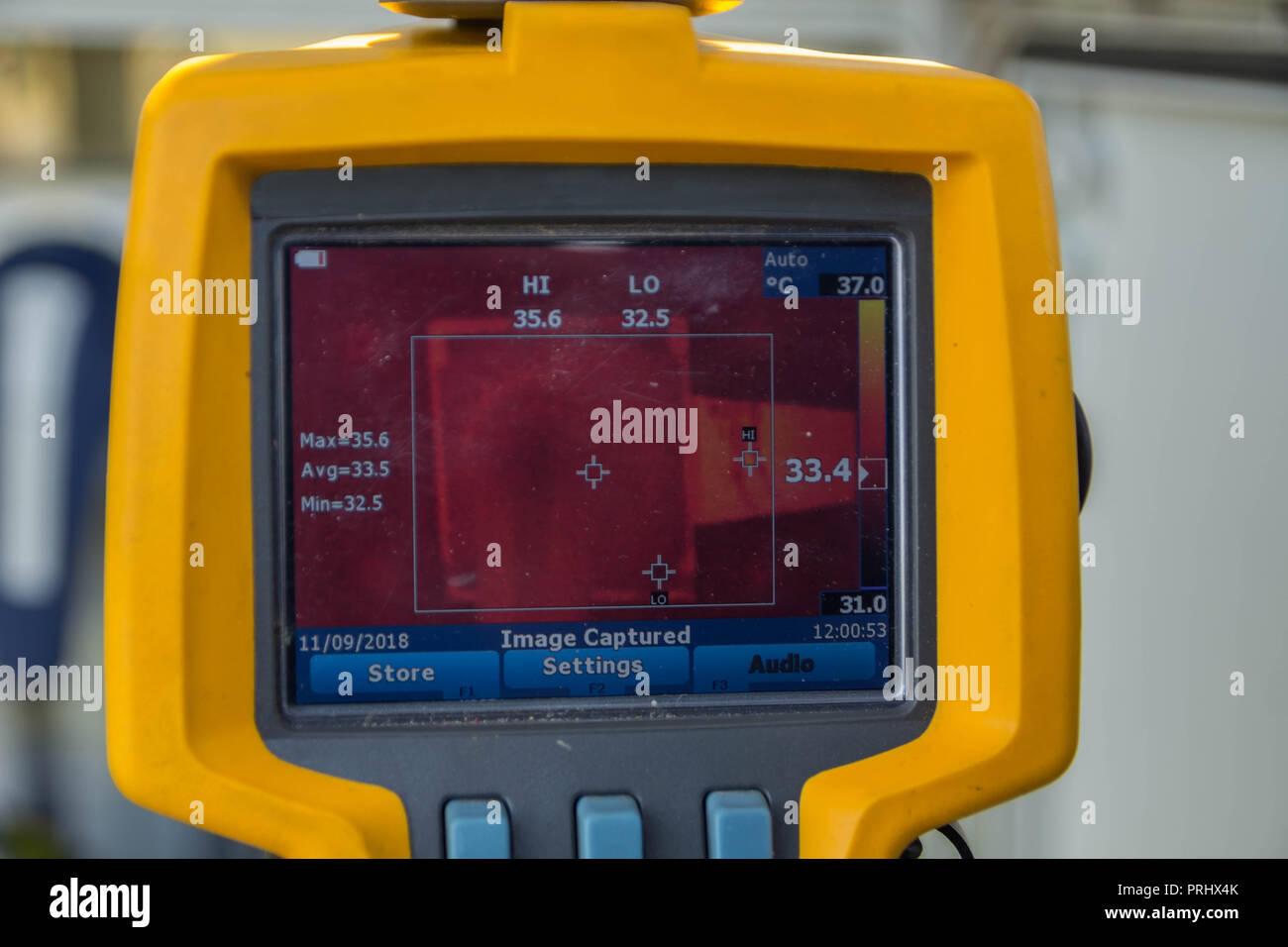 Thermoscan(immagine termica telecamera), scansione per il demolitore per controllare temp. Immagini Stock