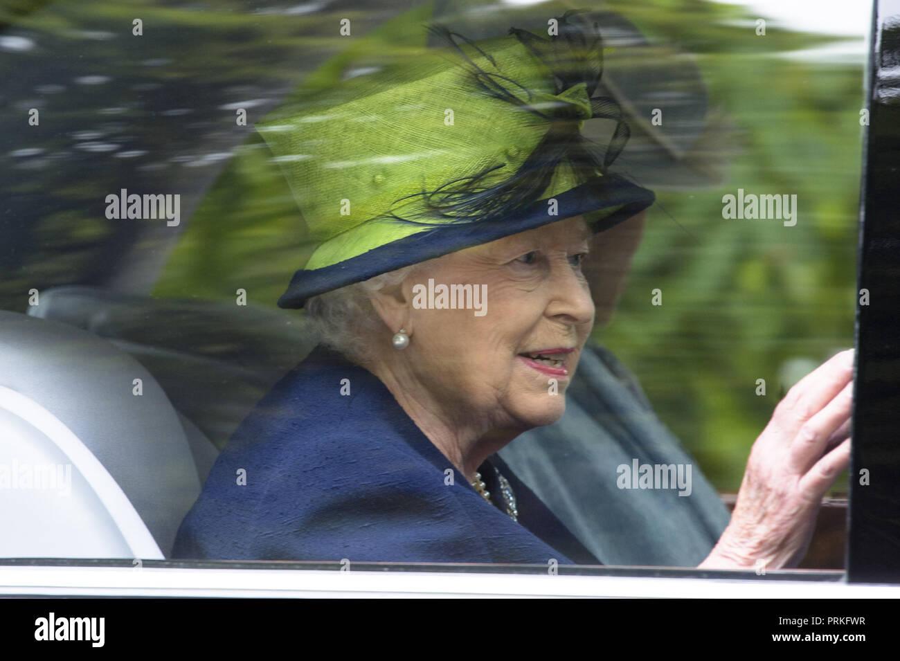 HRH Queen Elizabeth II assiste assiste assiste il servizio settimanale a Crathie   0012b3