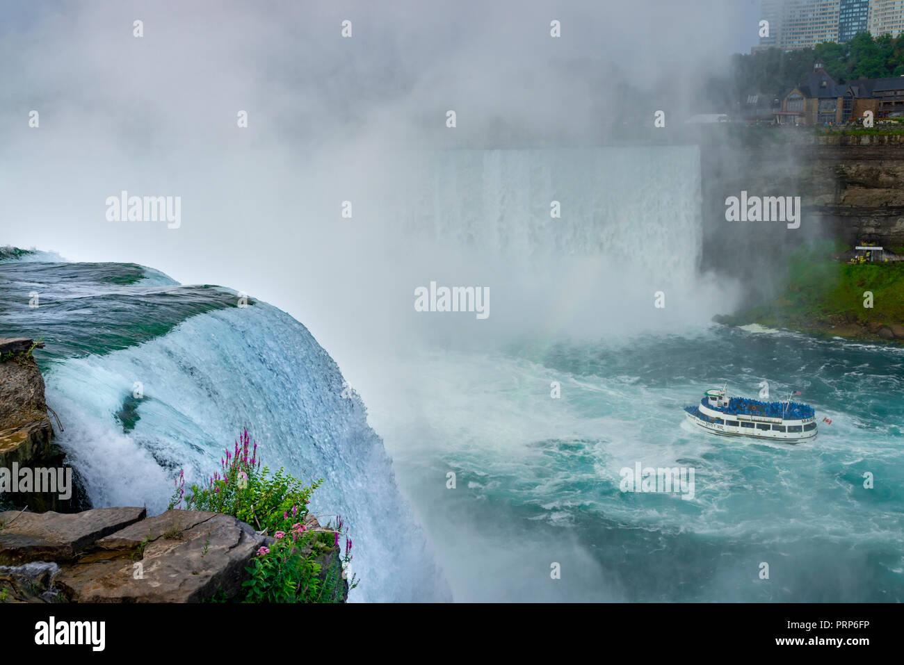 La Domestica della Foschia in barca per visite guidate, Niagara Falls, Canada Foto Stock