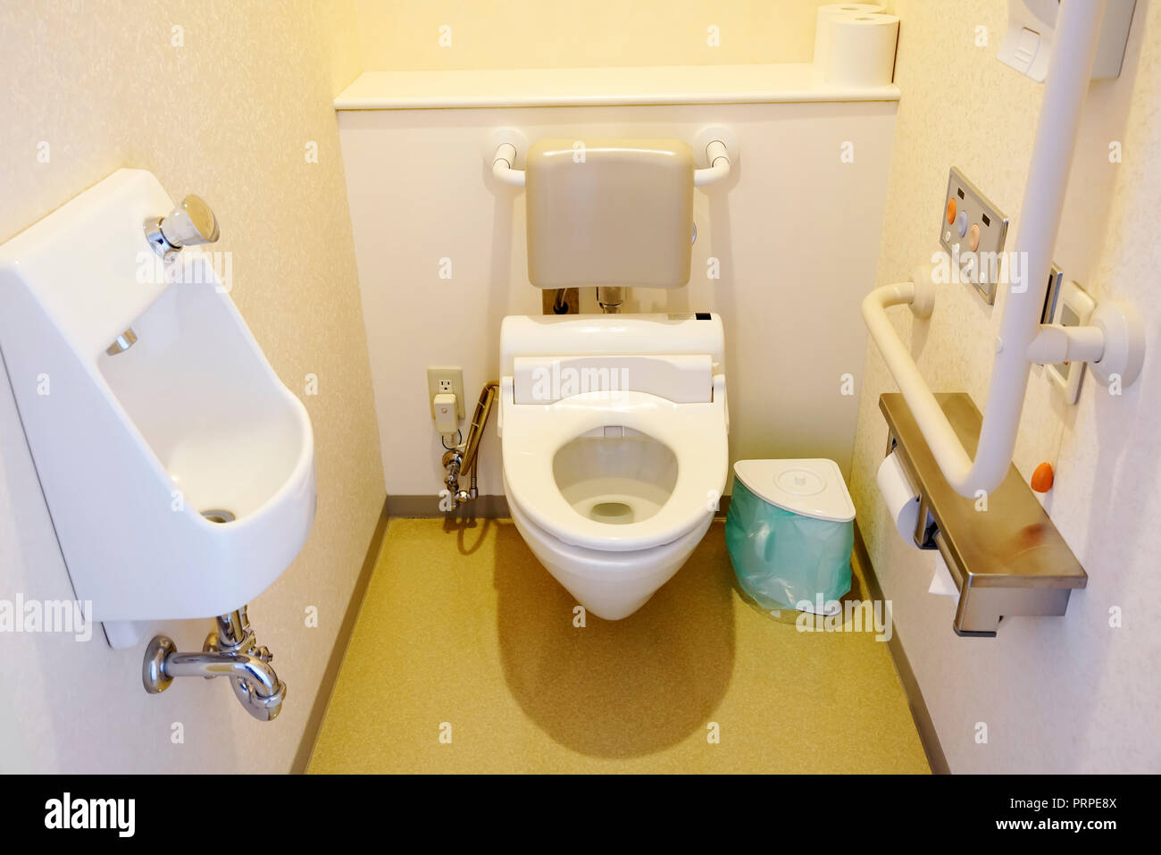 Japanese wc immagini & japanese wc fotos stock pagina 2 alamy