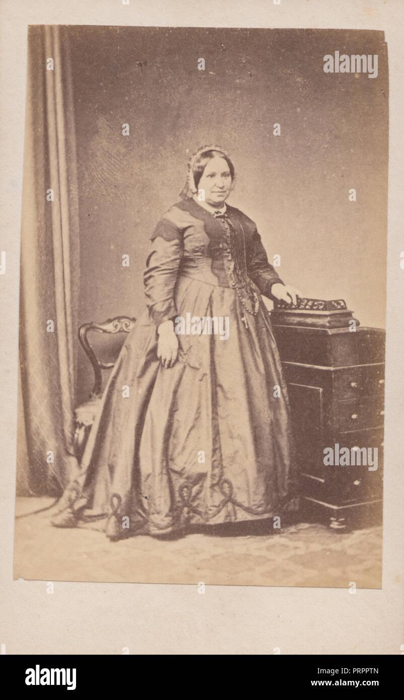 Regent Street Londra CDV Carte De Visite Di Una Lady Vittoriana Denominata Come La Signora Walker Un Infermiere Vittoriano