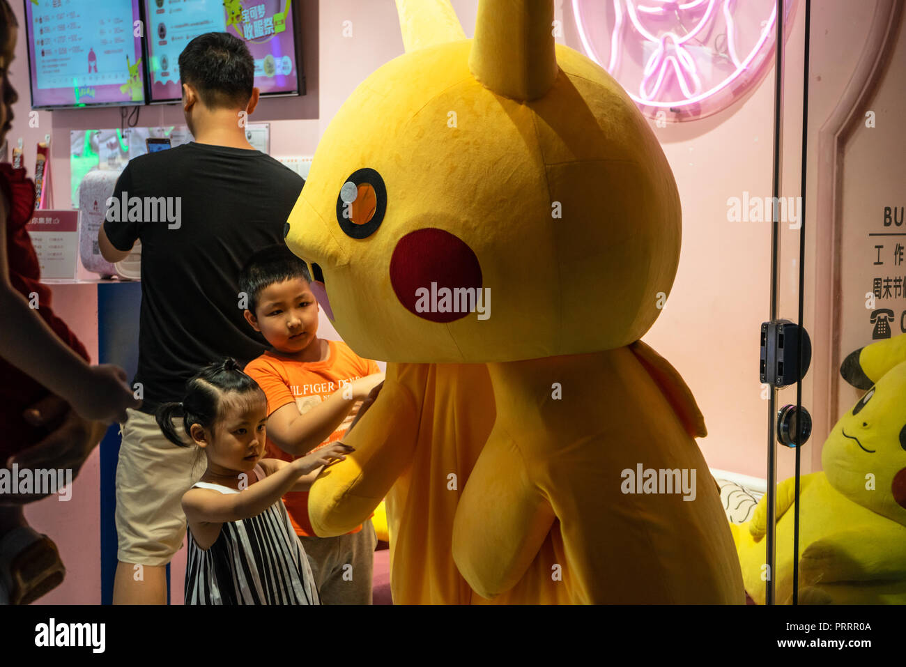 Costume Pikachu Bambino.Pokemon Costume Immagini Pokemon Costume Fotos Stock Alamy