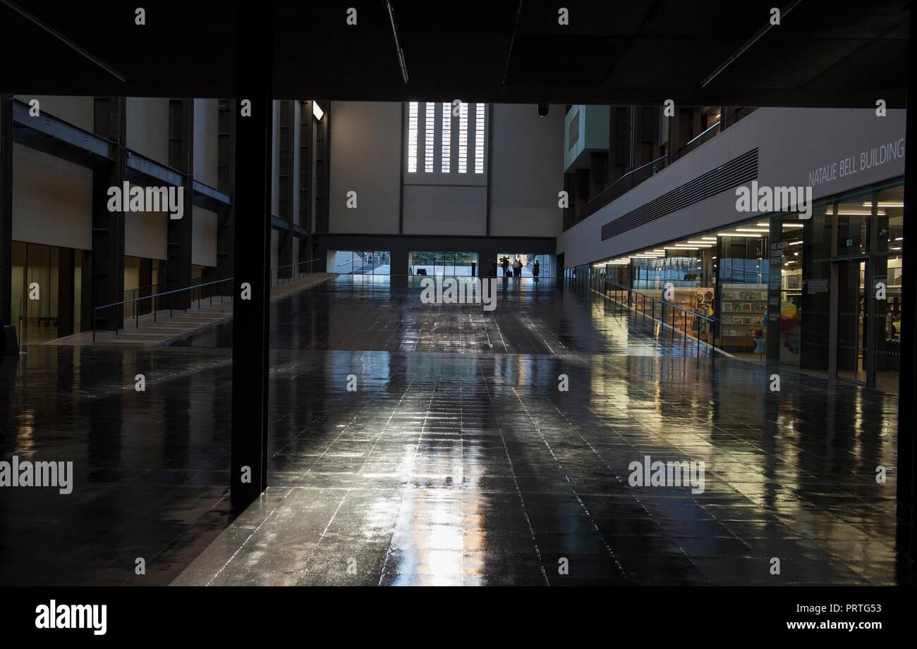 Tate Modern, Turbine Hall di Londra, Regno Unito. 1 Ottobre, 2018. Artista cubana Tania Bruguera la grande commissione per la Tate Modern di turbina della hall. Immagini Stock