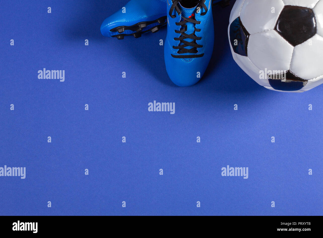 Vista Superiore Del Pallone Da Calcio E Coppia Di Calcio Calzature