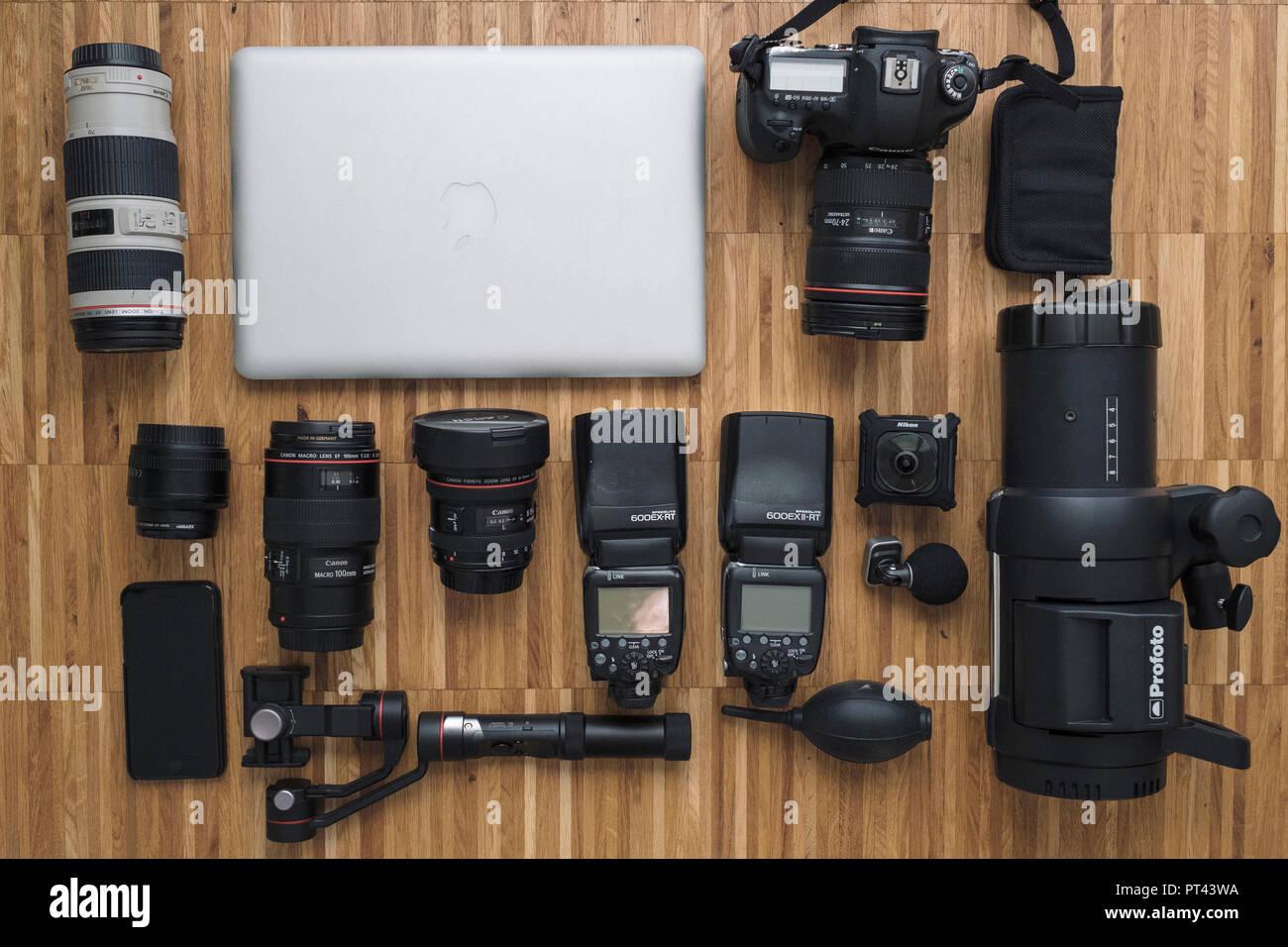 Foto simbolico, fotocamera borsa, contenuto, attrezzature, accessori Immagini Stock