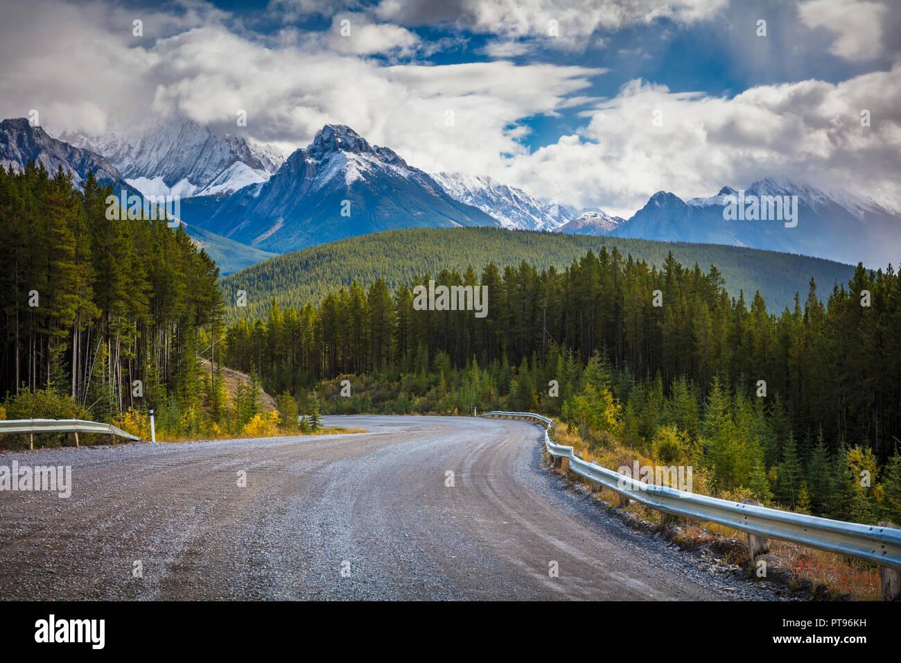 Kananaskis Country è un sistema di parcheggio situato a ovest di Calgary, Alberta, Canada nella fascia pedemontana e gamme anteriore delle Canadian Rockies. Kanana Immagini Stock