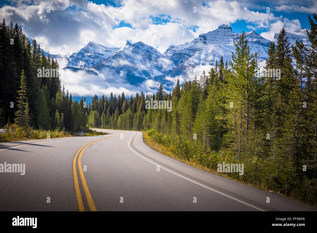 Autostrada 93 è un nord-sud in autostrada in Alberta, Canada. È anche noto come Banff-Windermere Parkway a sud dell'Autostrada Trans-Canada Highway (1) Immagini Stock