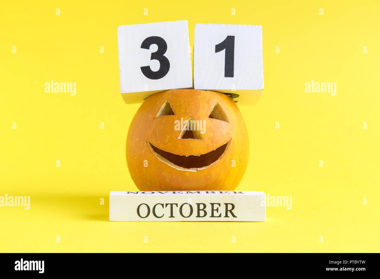 Data Di Halloween.Zucca Di Halloween Calendario Vacanze Data Contro Sfondo Giallo