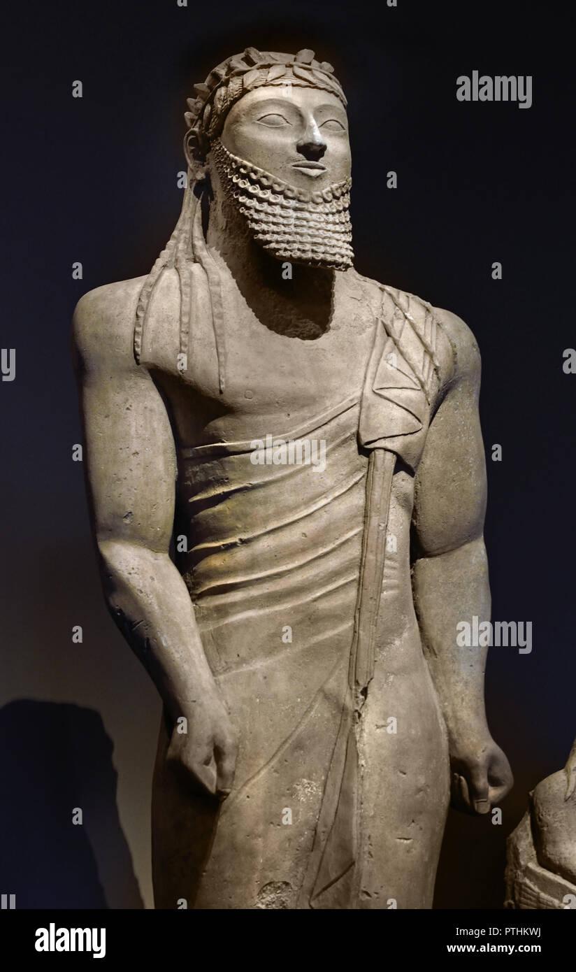 Statua di un uomo 550 cipriota - 525 BC Pyla (Cipro) H. 201 cm tipo di Kuro la statua trovata nell'Apollon santuario nei pressi di Pyla, Cipro, è grande di questo tipo in costruzione e la postura, ma il cipriota statue sono quasi sempre persa vestito stile orientale). Immagini Stock