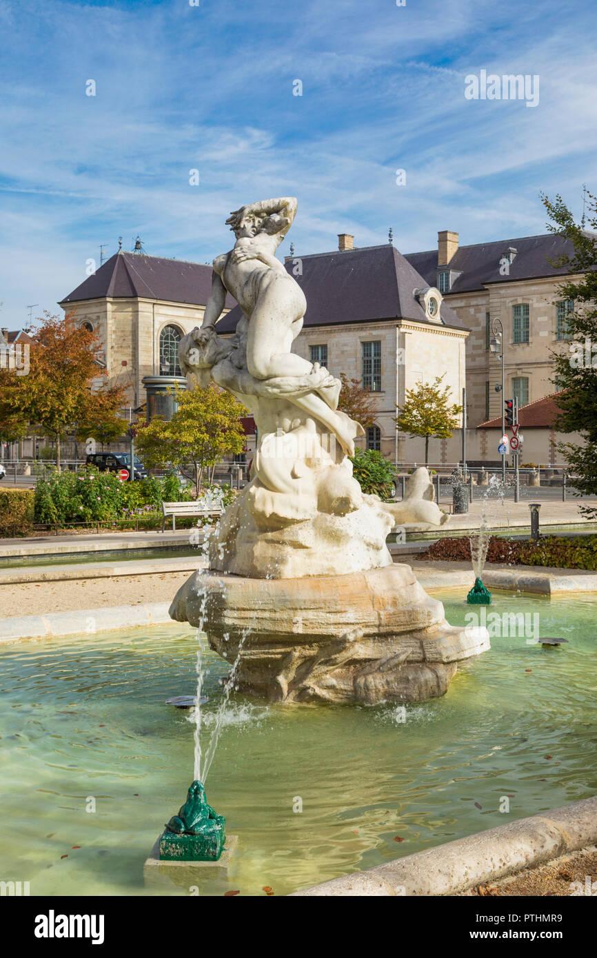 Fontana sulla Place de la Libération, Troyes, Aube, Champagne-Ardenne, Grand-Est, Francia Immagini Stock