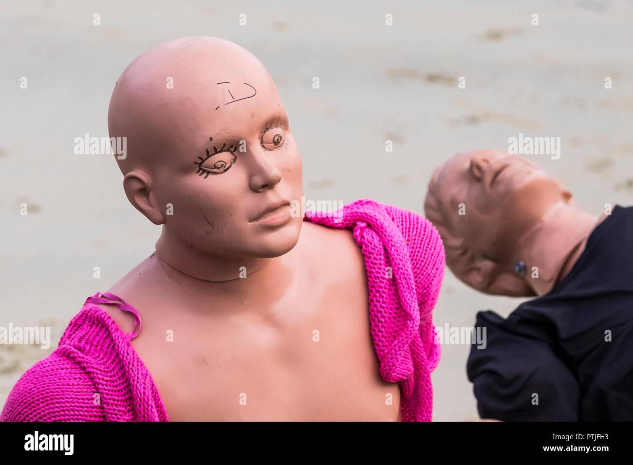 Manichini in attesa di essere utilizzati in un GMICE buona medicina in ambienti impegnativi grave incidente esercizio in Newquay Harbour in Cornovaglia. Immagini Stock