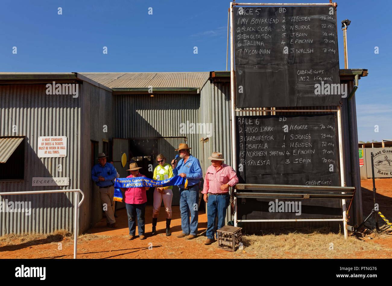 La 97th in funzione della boccola annuali gare di Landor, oltre 1000km a nord di Perth, sociale è il momento clou per famiglie della stazione in Oriente Gascoyne ri Immagini Stock