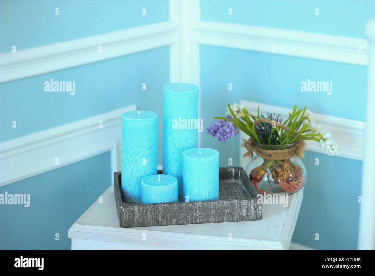 Candele Camera Da Letto : Candele sul comodino in camera da letto foto & immagine stock