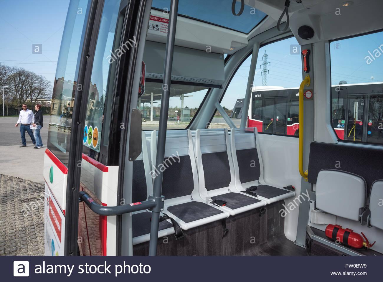 Wien, Busgarage Leopoldau der Wiener Linien, Präsentation des Bus selbstfahrenden Navya Immagini Stock