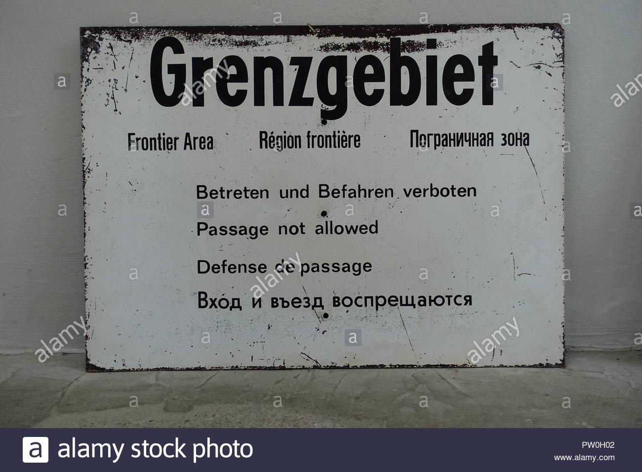 Berliner Mauer, Tafel Grenzgebiet, il muro di Berlino, il vecchio segno Immagini Stock