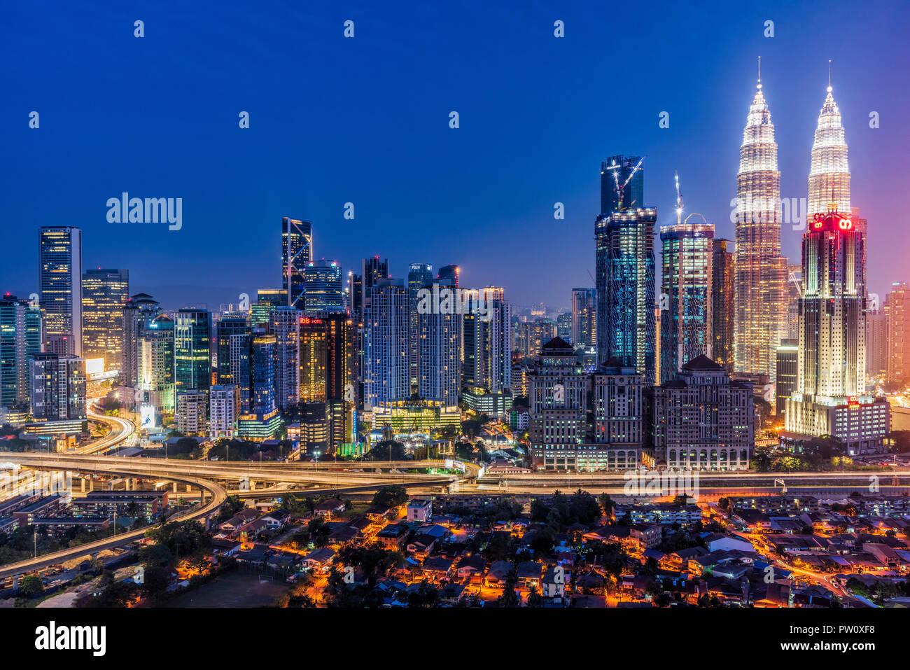 Skyline della città di notte, Kuala Lumpur, Malesia Immagini Stock