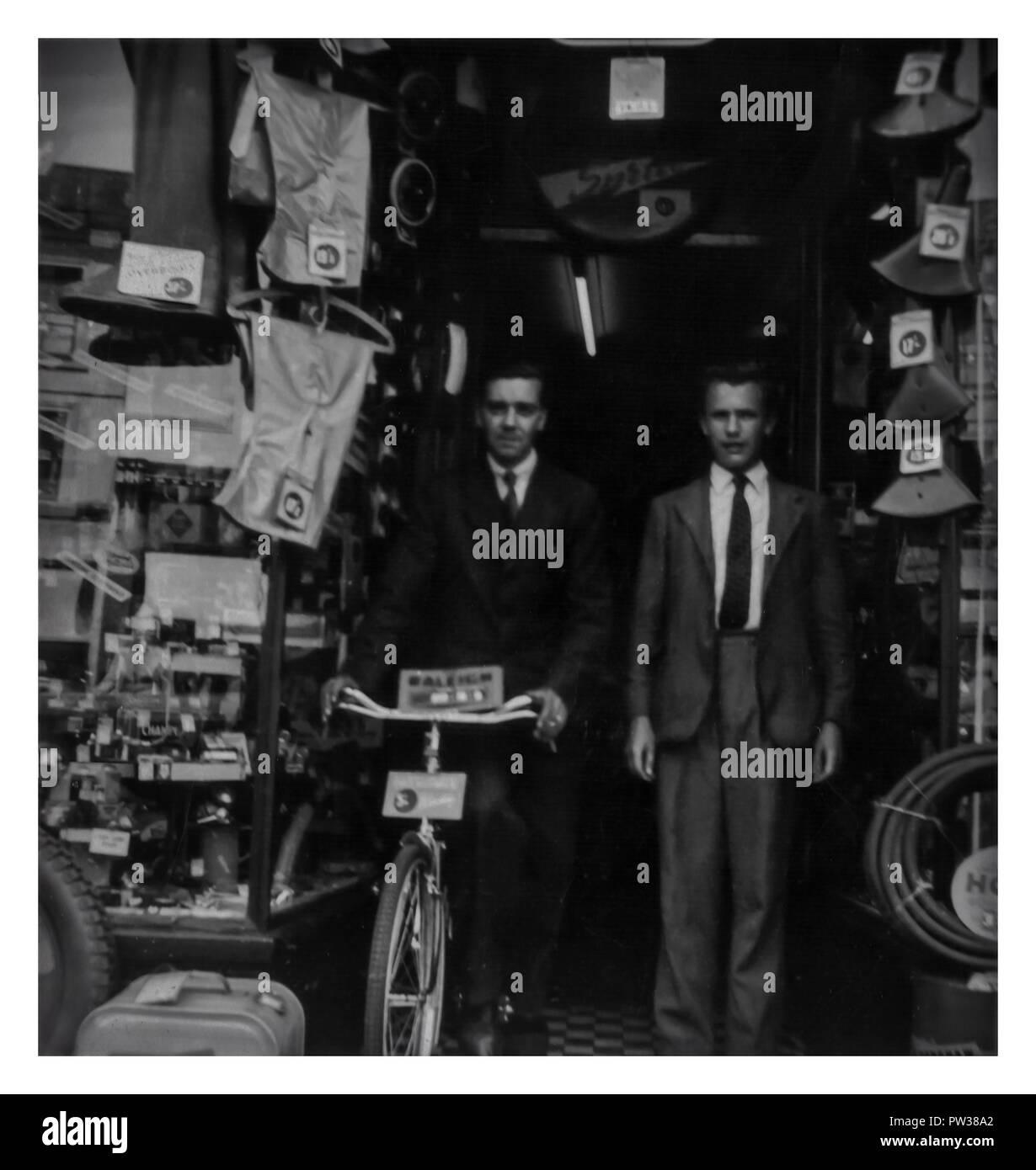 Negozio di ciclo in Colchester Essex England Regno Unito 1958 Immagini Stock