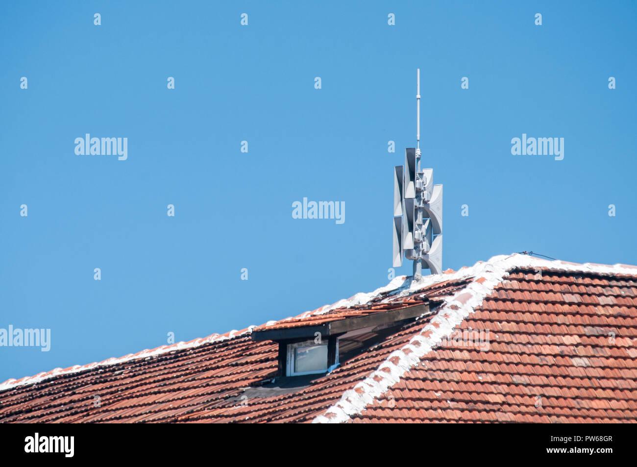 Il tetto del vintage house ricoperti di piastrelle in ceramica e le