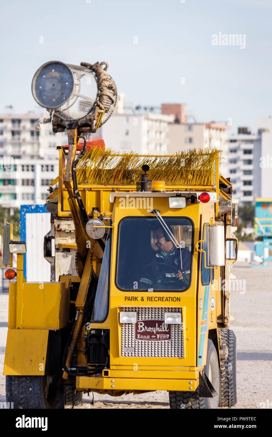 Miami Beach Florida South Beach spiaggia pubblica cestino rifiuti di prelievo del veicolo equipaggiamento del carrello Pulizia igiene immondizia può maintena Immagini Stock