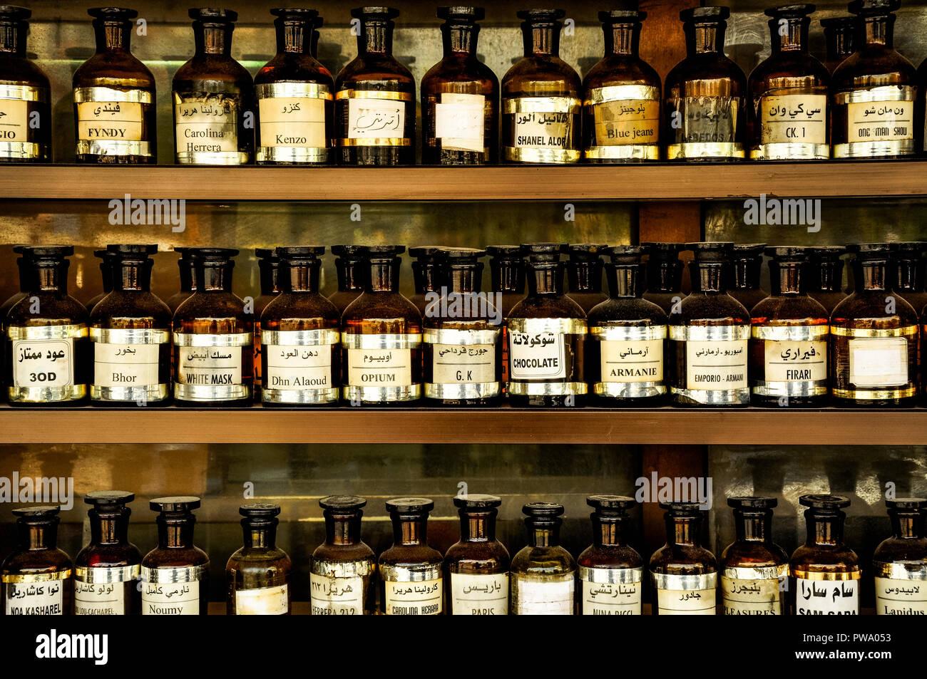 Flaconi di profumo su un bazar in Siria 2009 Immagini Stock