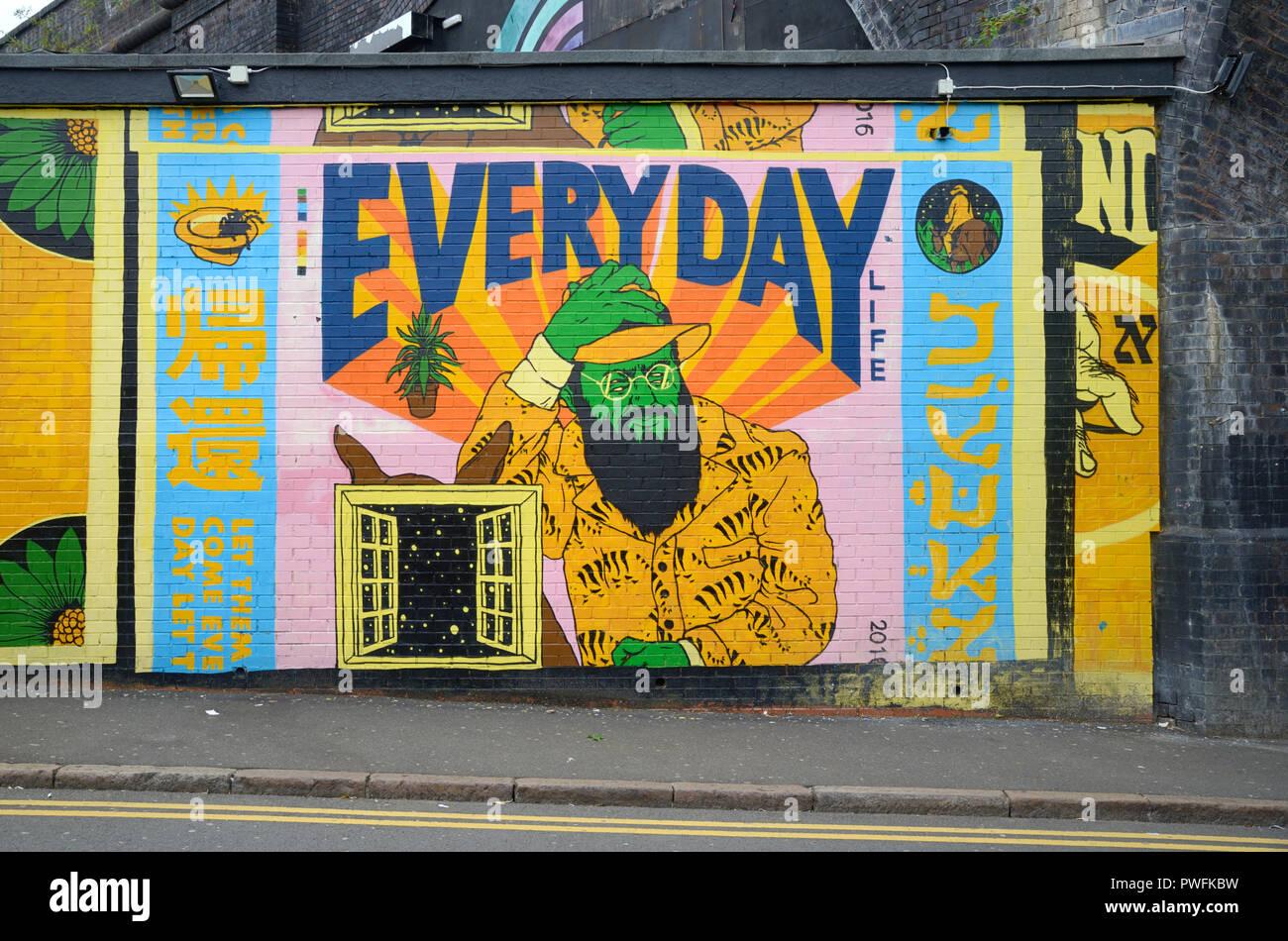 La vita quotidiana Arte di strada o di Pittura Murale Digbeth Birmingham Inghilterra Immagini Stock