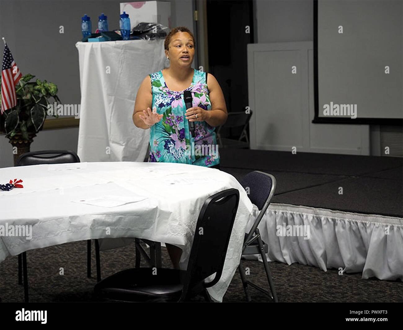 Ramonda Pollard, Columbia Autorità di alloggiamento, sottolinea l'accordo di partenariato e di determinazione di fine veterano dei senzatetto in Carolina del Sud presso l'HUD-VASH Fiera di alloggiamento, 21 giugno in Colombia. Immagini Stock