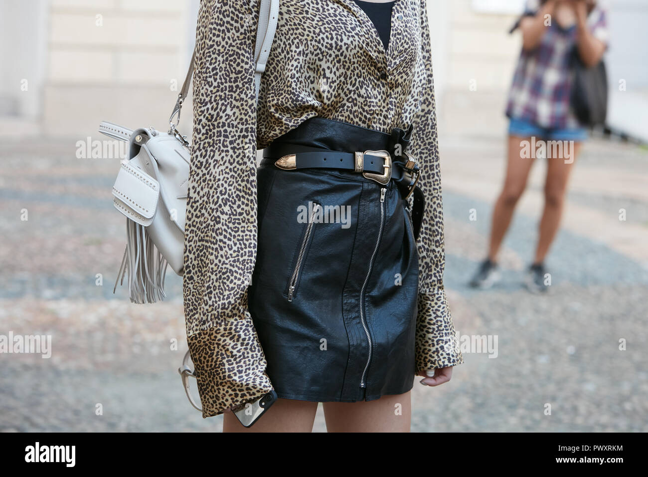 Leopard Skin Outfit Immagini   Leopard Skin Outfit Fotos Stock - Alamy 6942725967d