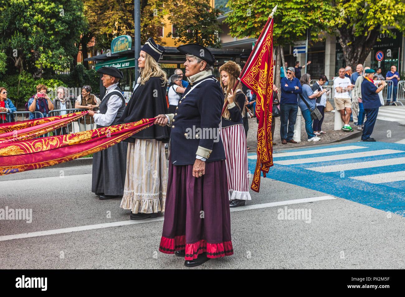 VITTORIO VENETO, Italia - 23 settembre 2018: rievocazione storica con persone vestite come diciannovesimo secolo le donne della Repubblica di Venezia Foto Stock